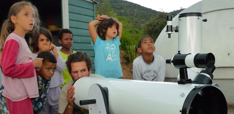 Téléscopes et astronomie au centre de vacances de Malibert.