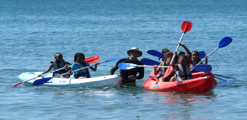 Colonies de vacances PEP 34 à Palavas : activité kayak.